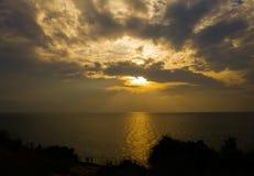 Sonnenuntergang am Meer, ruhig und am beautifu stockbild
