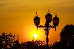 Sonnenuntergang mit Beleuchtung Stockfotografie