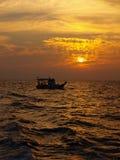 Sonnenuntergang mit Boot Stockbild