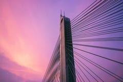Sonnenuntergang mit Brücke Lizenzfreie Stockbilder