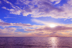 Sonnenuntergang mit drastischem Himmel Lizenzfreies Stockbild