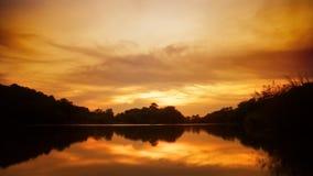 Sonnenuntergang mit Fischerbooten auf dem See stock footage