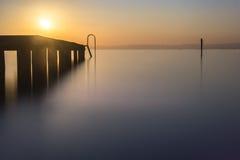 Sonnenuntergang mit Fischerbooten auf dem See Stockbilder