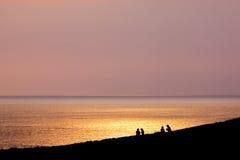 Sonnenuntergang mit Leuteschatten Lizenzfreie Stockbilder
