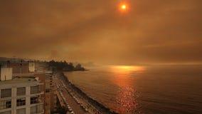 Sonnenuntergang mit Rauche durch Waldbrand stock video