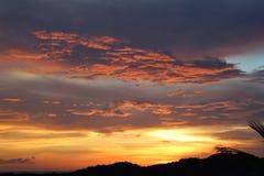 Sonnenuntergang mit rosa Wolken Stockfotos