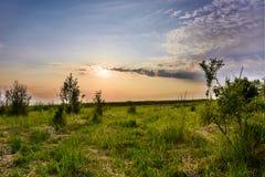 Sonnenuntergang mit schönem Himmel Lizenzfreie Stockbilder