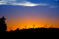 Sonnenuntergang mit Windmühlen Lizenzfreie Stockbilder