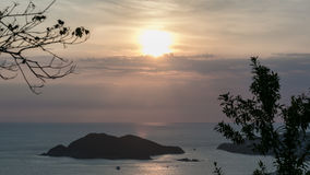 Sonnenuntergang mitten in dem Meer Stockfoto