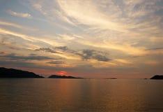 Sonnenuntergang in Mochima lizenzfreie stockbilder