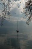 Sonnenuntergang in Montreux Der See genevas am Abend lizenzfreies stockbild
