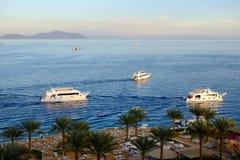Sonnenuntergang an Naama Schacht, Rotem Meer und Motor yachts Lizenzfreies Stockbild