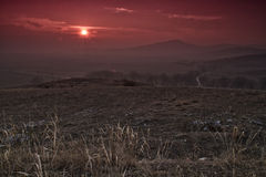 Sonnenuntergang nahe Isperihovo lizenzfreie stockfotografie