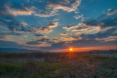 Sonnenuntergang nahe Plowdiw lizenzfreies stockbild