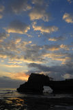 Sonnenuntergang nahe Tanah Lot Stockfoto