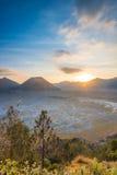 Sonnenuntergang an Nationalpark Bromo Tengger Stockfotos