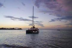 Sonnenuntergang an Negril-Strand Jamaika Lizenzfreie Stockfotos