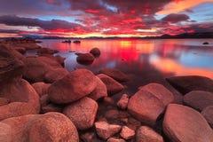 Sonnenuntergang Northe Lake Tahoe stockfotos