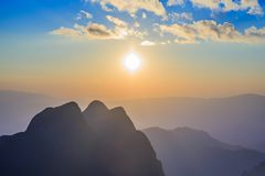 Sonnenuntergang- oder Abendzeit bei Doi Luang Chiang Dao, Chaingmai, Thailand Lizenzfreies Stockfoto