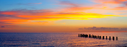 Sonnenuntergang oder Sonnenaufganglandschaft, Panorama der schönen Natur, Strand Lizenzfreie Stockfotos