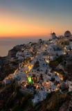 Sonnenuntergang an Oia-Dorf bei Santorini Griechenland, die Kykladen stockbild