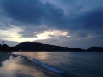 Sonnenuntergang pattong Strand Stockfotos
