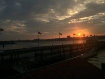 Sonnenuntergang am Pier Stockbild