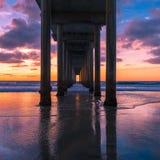 Sonnenuntergang am Pier Stockfoto