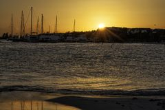 Sonnenuntergang in playa maroma, Mexiko lizenzfreie stockfotos