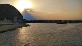 Sonnenuntergang @ Prakasam-Damm lizenzfreie stockbilder