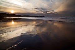 Sonnenuntergang Refelctions von Whitby Bay Stockfoto