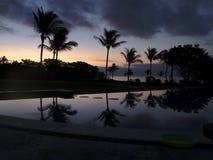 Sonnenuntergang reflektierte sich weg vom Wasser Stockfotos