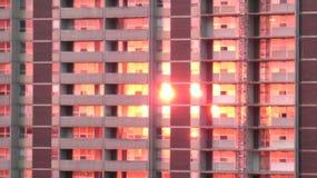 Sonnenuntergang-Reflexion im hohen Gebäude stockfotos