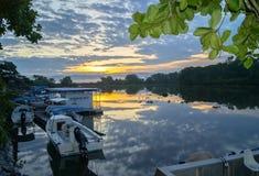 Sonnenuntergang-Reflexion, Sierpe, Costa Rica lizenzfreies stockbild