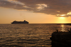 Sonnenuntergang-Reiseflug lizenzfreie stockbilder