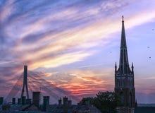 Sonnenuntergang in Riga Stockbilder