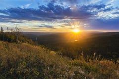 Sonnenuntergang-Südosthügel stockfotos