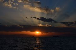 Sonnenuntergang am Saloniki-Hafen stockfoto