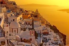 Sonnenuntergang in Santorini Insel, griechische Kirche Lizenzfreie Stockfotos