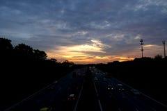 Sonnenuntergang an Schnellstraße 1 stockfoto