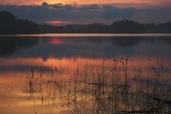 Sonnenuntergang in See lizenzfreies stockbild