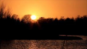 Sonnenuntergang in See stock video