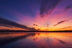 Sonnenuntergang am See Starnberg lizenzfreies stockfoto