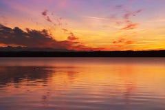 Sonnenuntergang am See Starnberg stockbilder