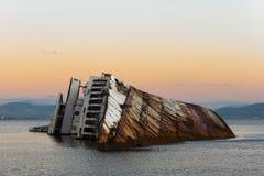 Sonnenuntergang am Seemöwen-Schiffbruch lizenzfreie stockbilder
