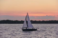 Sonnenuntergang-Segel Lizenzfreie Stockfotos