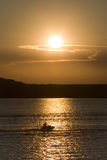 Sonnenuntergang-Skifahrer Stockfotografie