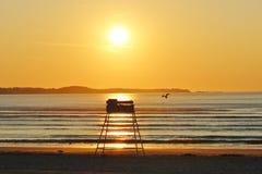 Sonnenuntergang-Sonnenaufgang durch den Ozean Stockbilder