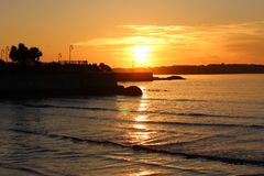 Sonnenuntergang-Sonnenaufgang durch den Ozean Lizenzfreie Stockfotos