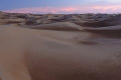 Sonnenuntergang-Sonnenaufgang-Wüsten-Sanddünen Stockfoto